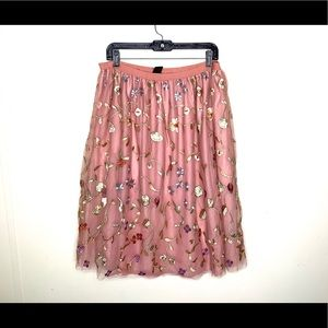< NWOT Floral Embroidered Skirt >